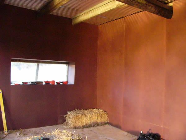 http://www.strawbale-building.co.uk/24straw/inside.jpg