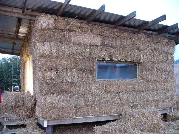http://www.strawbale-building.co.uk/24straw/side.jpg